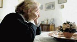 1902910 Anziana Truffata