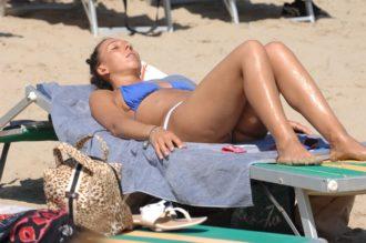 marina di ravenna gente in spiaggia che prende il sole