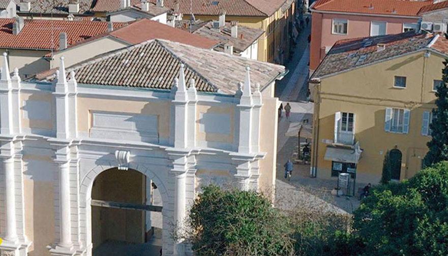 Porta Adriana