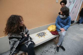 Le panchine del dialogo in via Salara