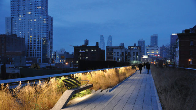 High Line Public Park, New York, veduta notturna