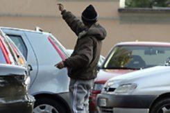 Parcheggiatore Abusivo Aggredisce Motociclista 1588711
