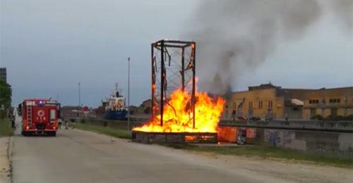 Incendio Faro Darsena