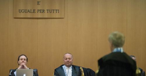 Al centro il giudice Schiaretti