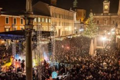 La piazza di Ravenna con il concerto di Cheryl Porter