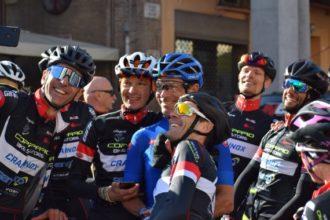 Davide Cassani Selfie Con I Ciclisti Della Cicli Copparo
