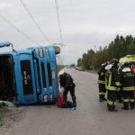 Camion cappottato via Baiona