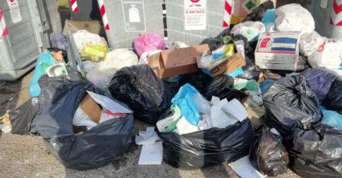 Abbandoni In Piazza U. La Malfa A S. Agata Sul S. (03 09 19)