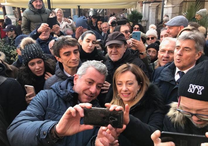 Meloni Selfie Piazza Ravenna