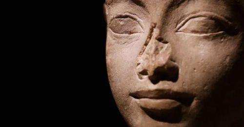 Statua Egizia Senza Naso