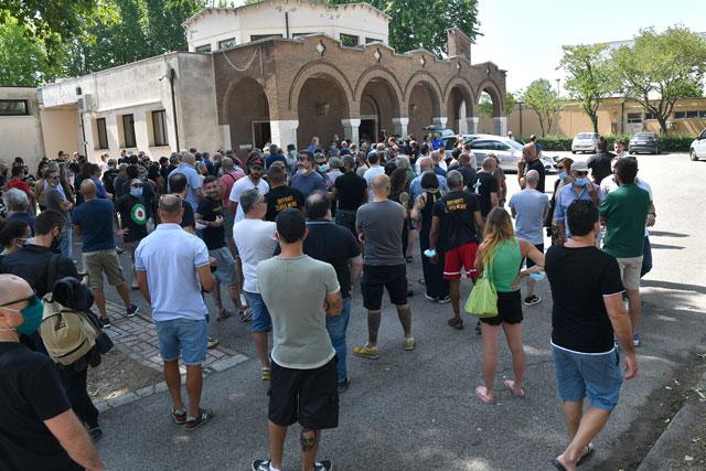 Funerali Titta Folla