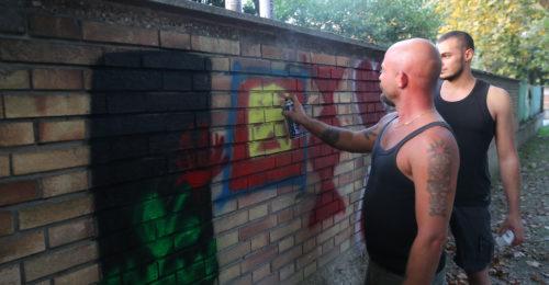 RAVENNA 19/09/2018. Coperti I Simboli Nazi Fascisti Sui Muri Della Scuola Di Via Santi Baldini