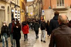 Folla Via Cavour 8 Dicembre