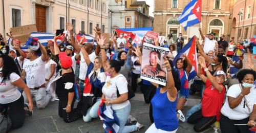 Cuba Protesta In Piazza