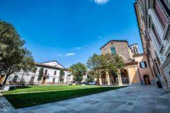 Piazza Savonarola 2