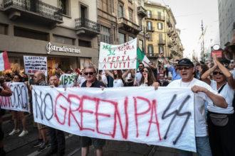 Manifestazione No Green Pass In Piazza Duomo